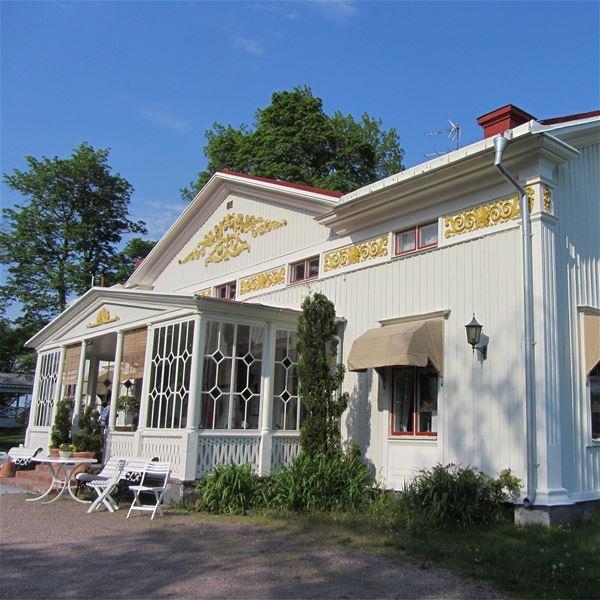 Svartviks Manor Home