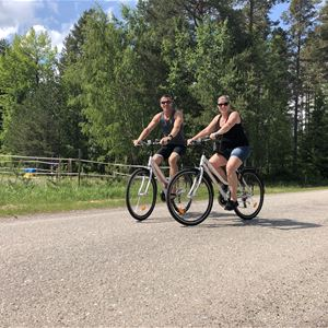 Discover Jungfrukusten's nature by bike