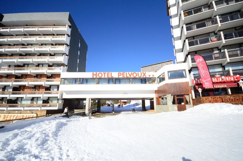 Hôtel skis aux pieds / HOTEL LE PELVOUX ( 2 Flocons