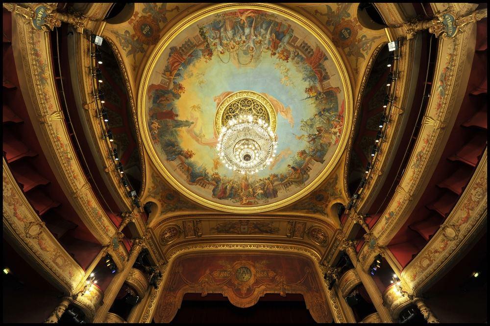 Lever de rideau à l'Opéra Comédie
