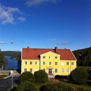 Hampnäs boende &konferens erbjuder hotell, vandrarhem och konferens.