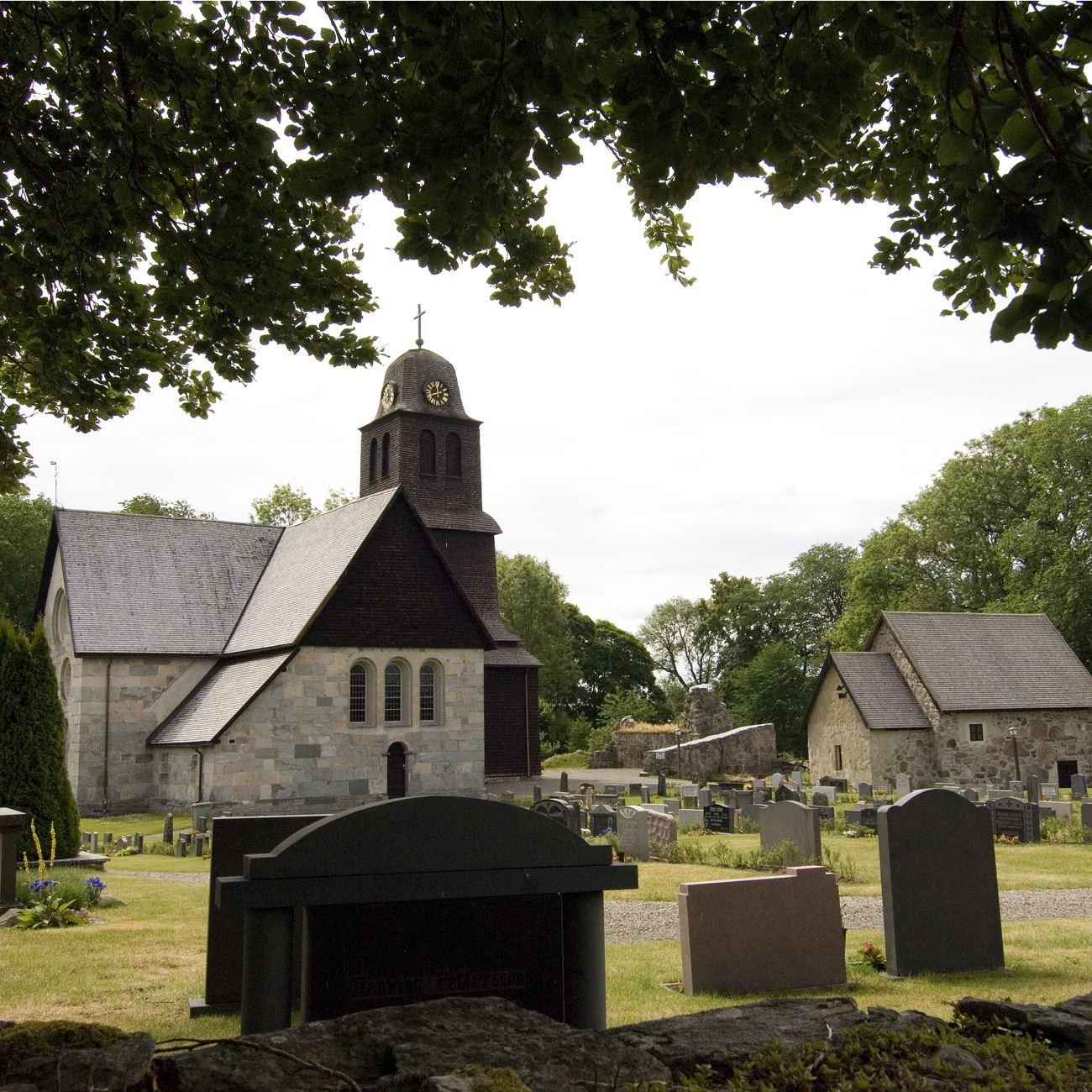 Nydala Klosterkyrka och Klosterträdgård