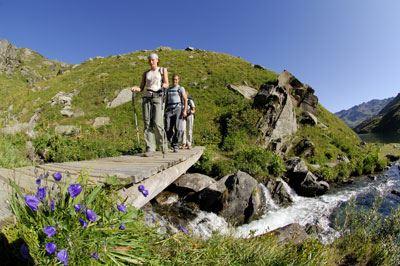 Activités Montagne avec le bureau des guides cet été (via ferrata, VTT, canyoning, randonnée...)