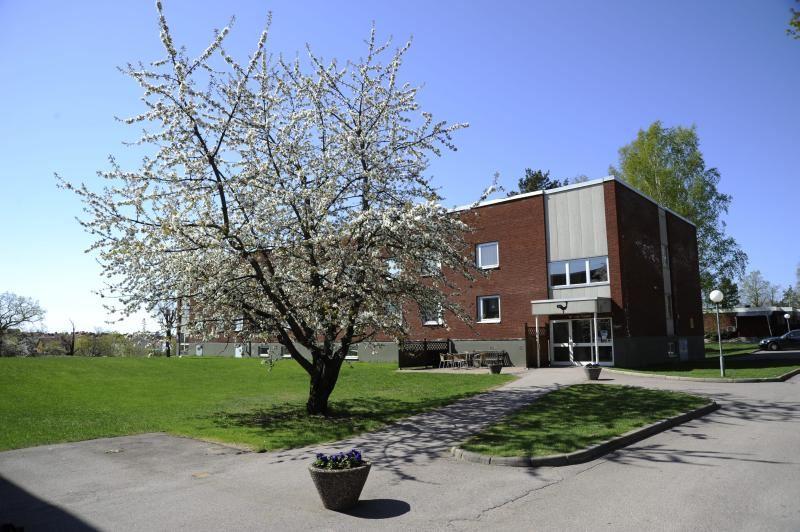 Logi Tuppen, hostel