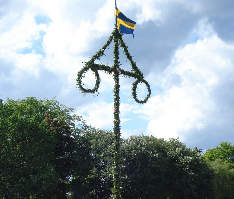 Midsummer celebration in Dångebo