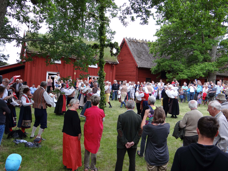 Midsummer celebration at Lunnabacken