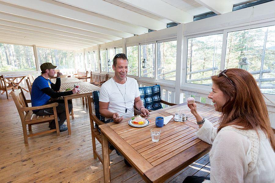 Calle Bredberg,  © Umeå turistbyrå, Uteservering Mårdseleforsen