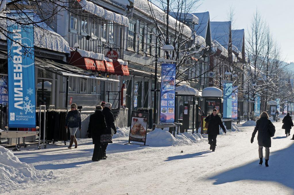 Esben Haakenstad,  © Lillehammer sentrum drift, Storgata på Lillehammer har et stort utvalg av butikker