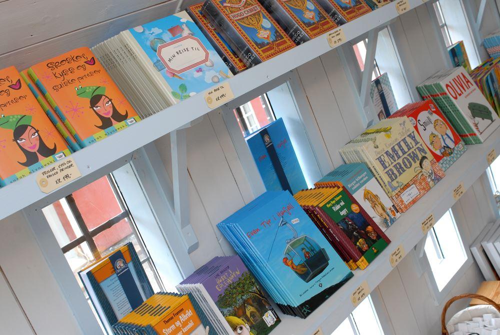 Esben Haakenstad,  © Hafjell Resort, Barnas bokby selger brukte og nye bøker.