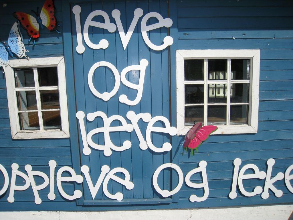 Hafjell Resort,  © Hafjell Resort, Utenfor en av husene i Barnas bokby finner du dette mottoet