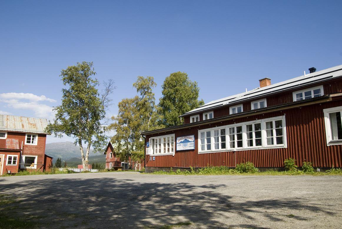 Brattlandsgården, en egen gård