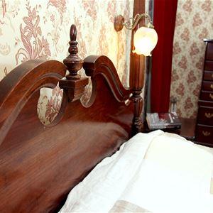 Skolfrökens rum. Vårt största och finaste. Här sover bröllopsgästerna.