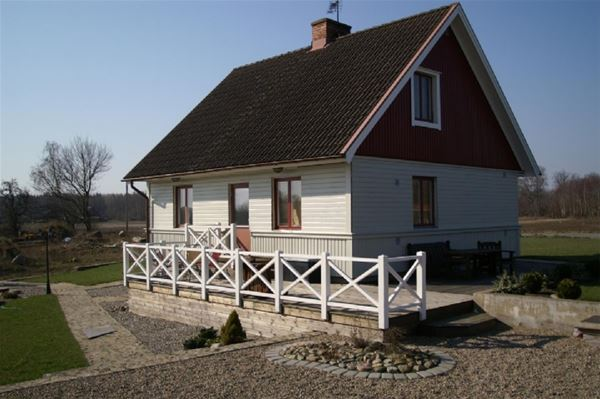 Sjönära hus i gemytliga Bromölla