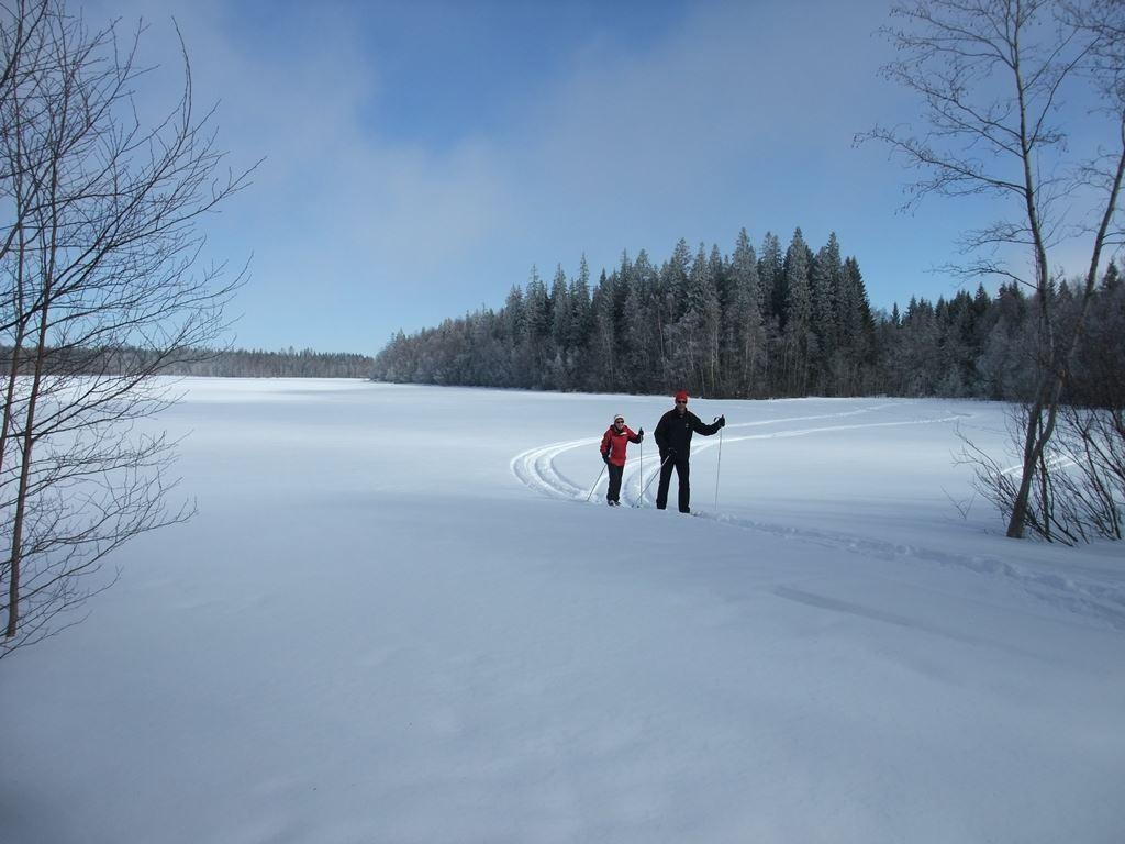 Hyr längdskidor på Umeå first camp