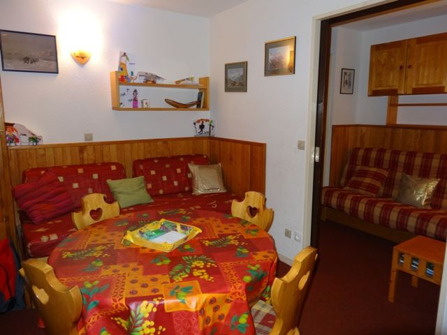 2 Rooms 4 Pers ski-in ski-out / OREE DES PISTES 17