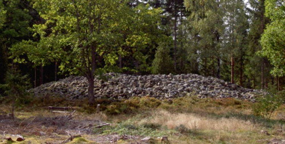 Högarör - Bronze-Age cairn