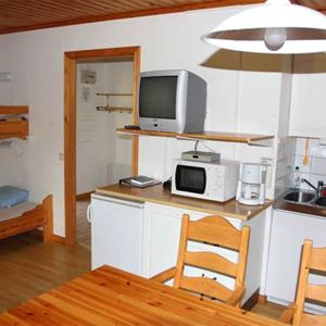 Stuga (5+1 bäddar, 32 m², WC/dusch, Nr 04)