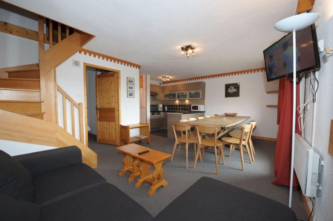 4 Rooms cabin 10/12 Pers ski-in ski-out / BOSSON 402