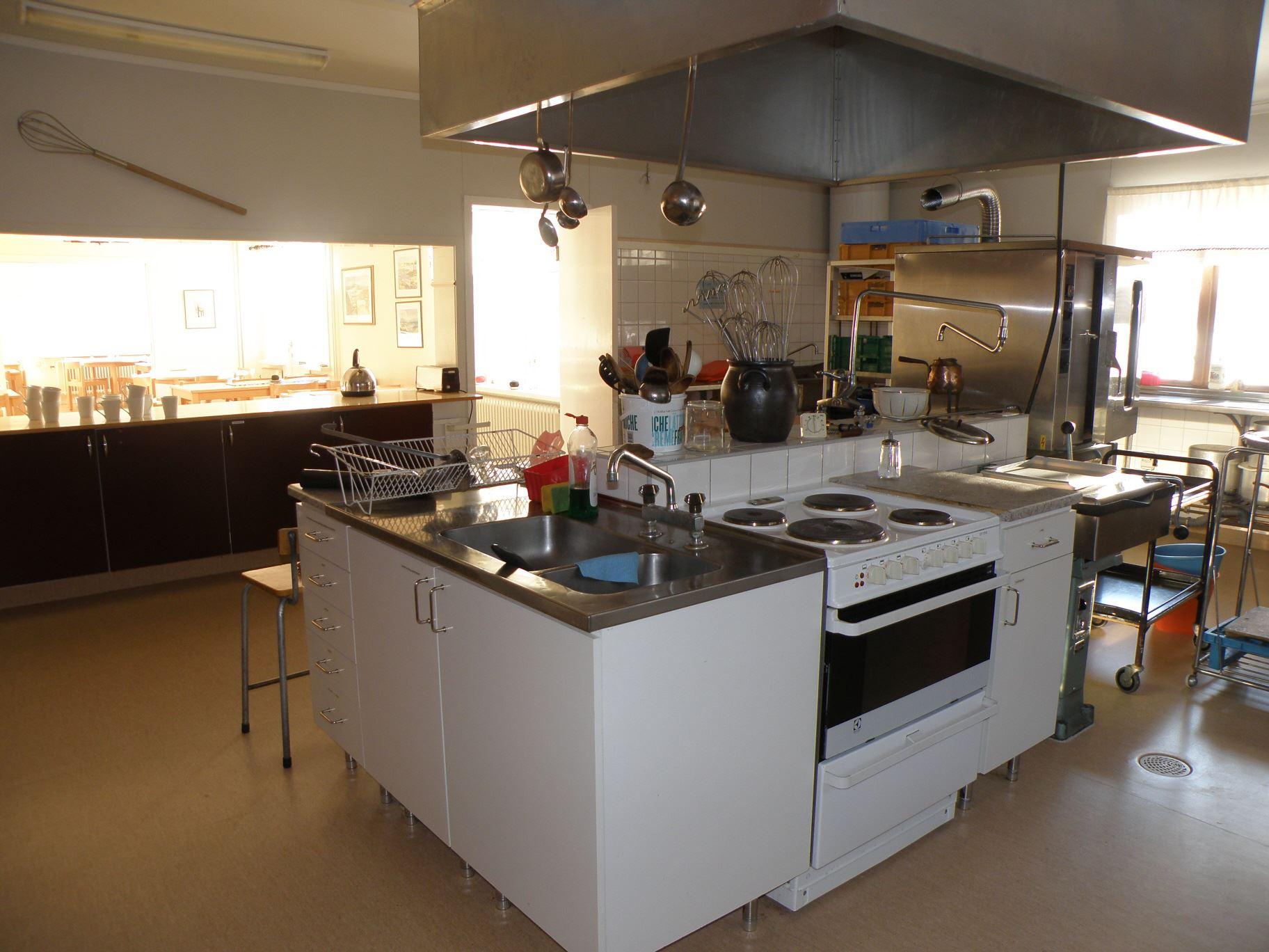 I köket kan man antingen självhushålla eller hyra en kock.