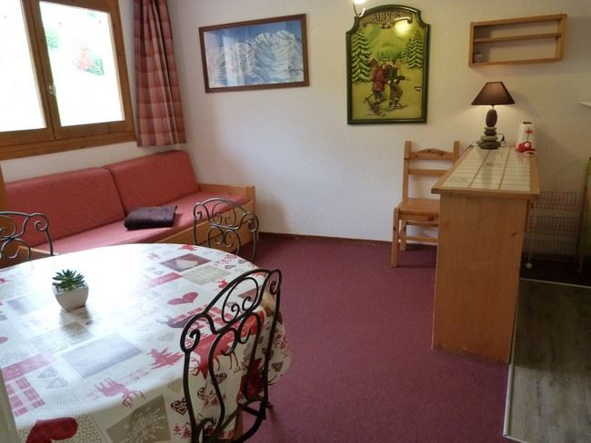 2 Rooms 5 Pers ski-in ski-out / CARLINES II B 22
