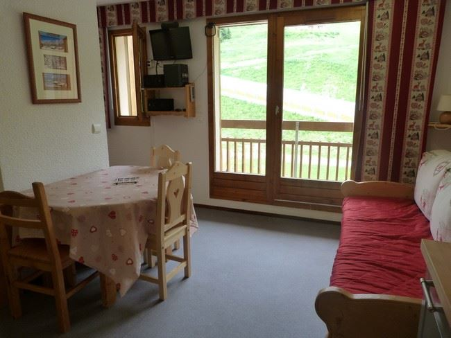 2 Rooms 5 Pers ski-in ski-out / CARLINES II 23 B