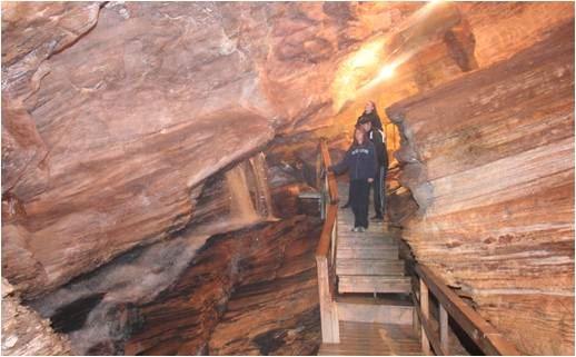 Guided cave tour in Grønligrotta