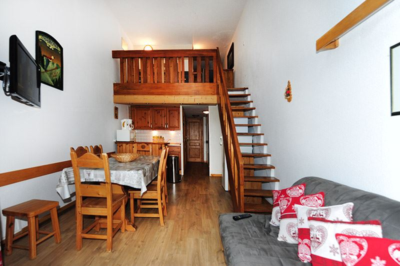 3 Rooms 8 Pers ski-in ski-out / CARON 1007