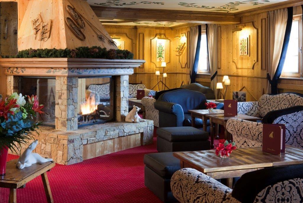 "Hôtel skis aux pieds / HOTEL OURS BLANC (4 Flocons ""Or"")"