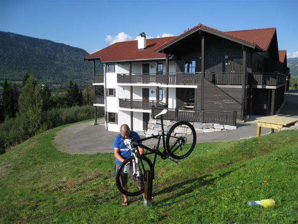 Vaskeplasser for sykler på Solsiden, Hafjell Hotell og Sørlia