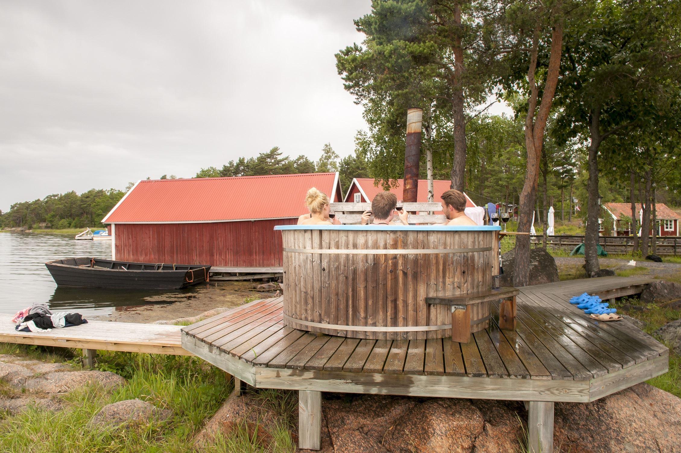 Sauna und Badetonne auf der Insel Hasselö