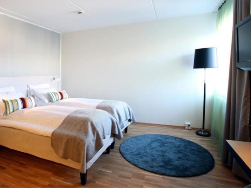 © Thon Hotel Tromsø, All rooms are equipped with comfortable beds, extra pillows and a work desk.
