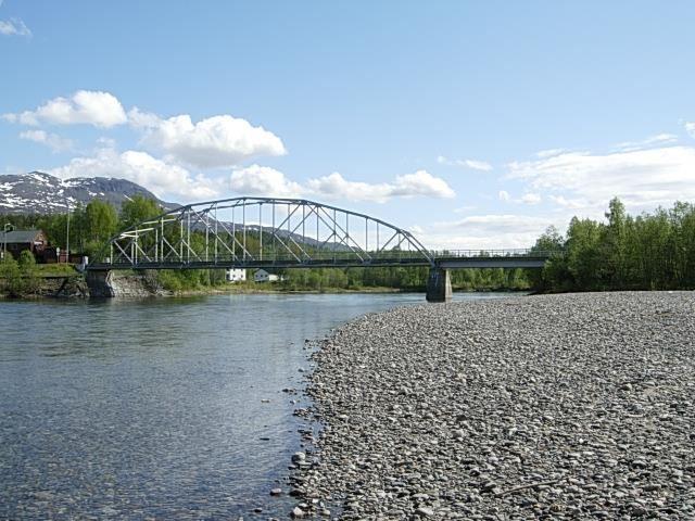 Salmon Fishing in Målselva River - Rundhaug Gjestegård