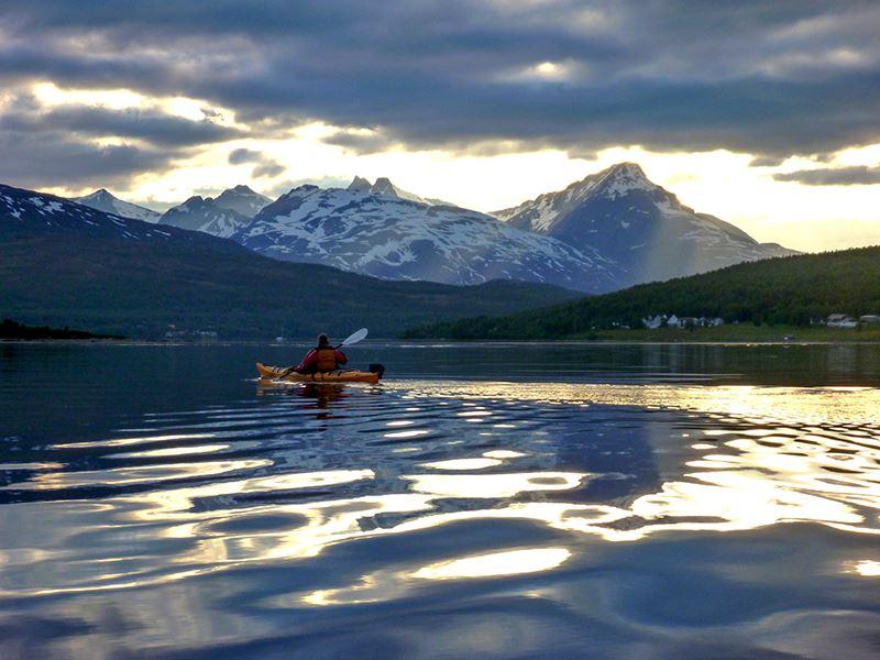 Sommernattstur med Kajakk – Tromsø Villmarkssenter