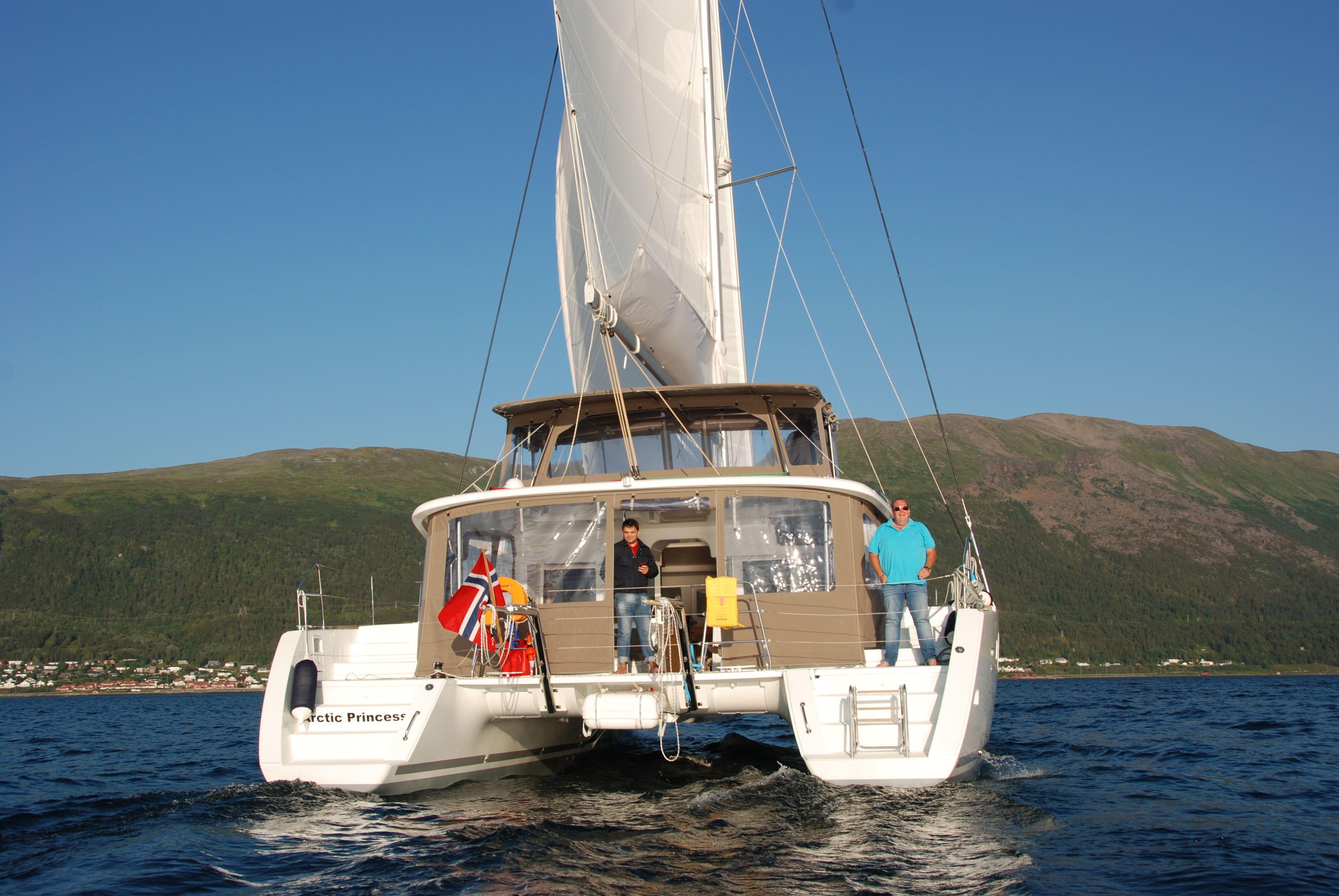 Fjord Cruise - Sailing tour in Tromso archipelago - Arctic Cruise in Norway