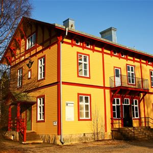 Hällnäs Station