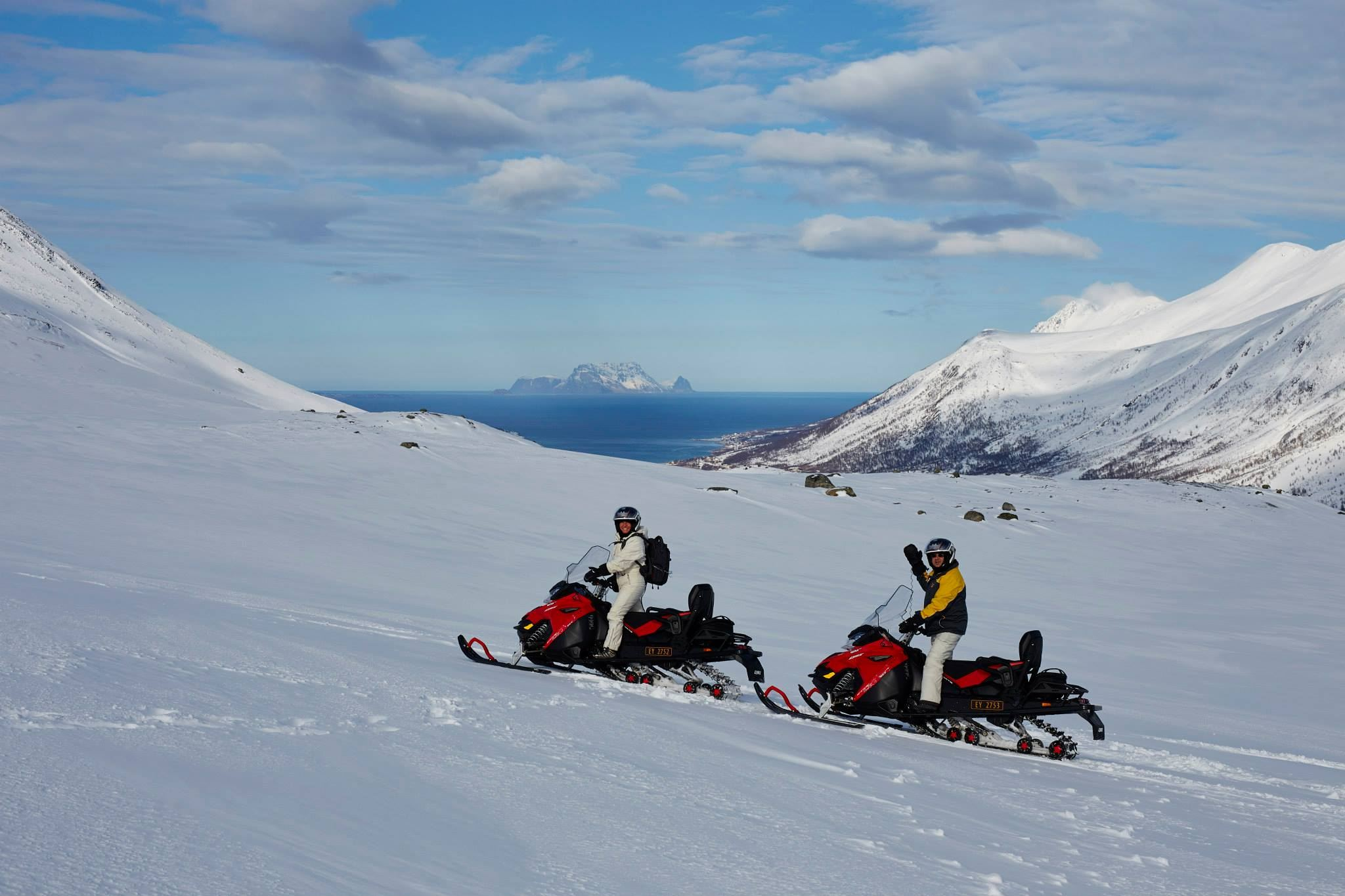 Snøscooter safari i de vakre Nord-Lyngen fjellene – Green Gold of Norway