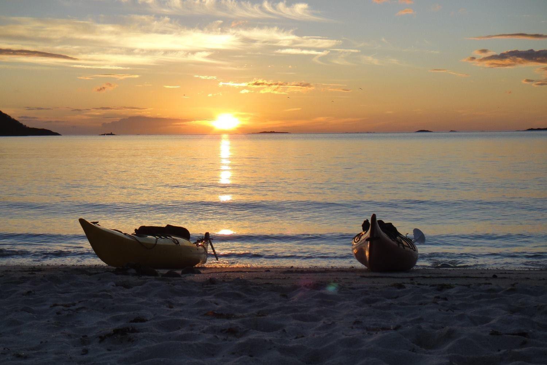 Midnight sun kayaking – Active Tromsø