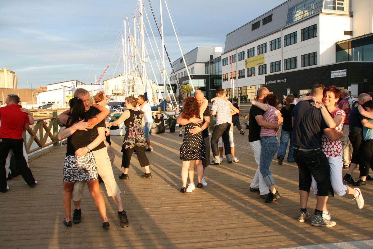 Dans på bryggan med Spinnrockarna