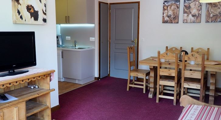 3 Rooms 6 Pers ski-in ski-out / LES CRISTAUX 4