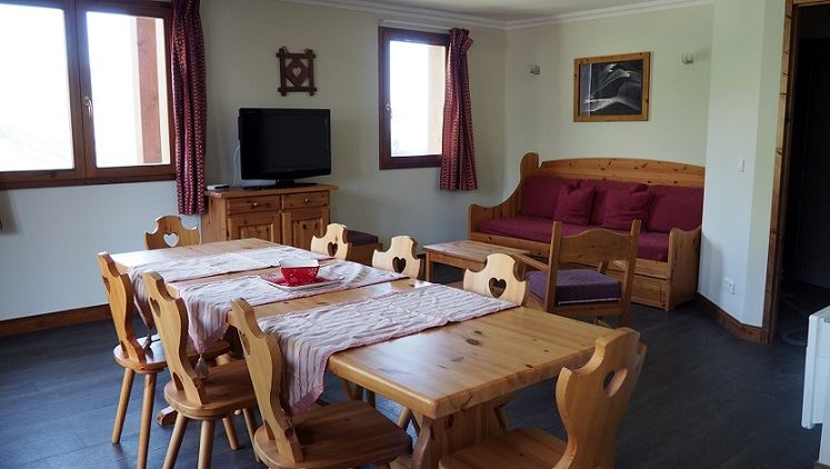 4 Rooms 8 Pers ski-in ski-out / LES CRISTAUX 25
