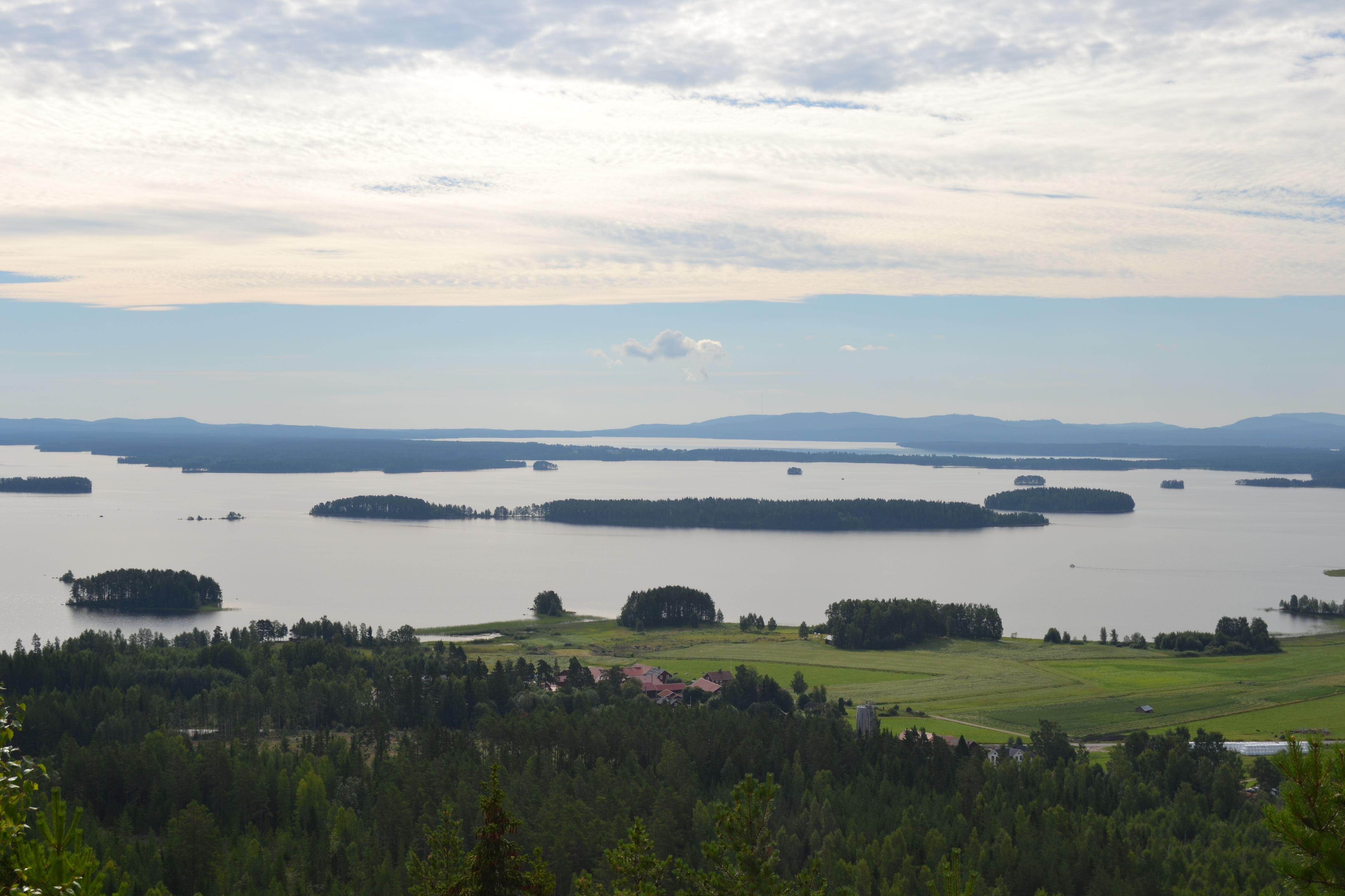 Malin Löthmyr,  © Visit Glada Hudik, Utsiktsplats på Avholmsberget