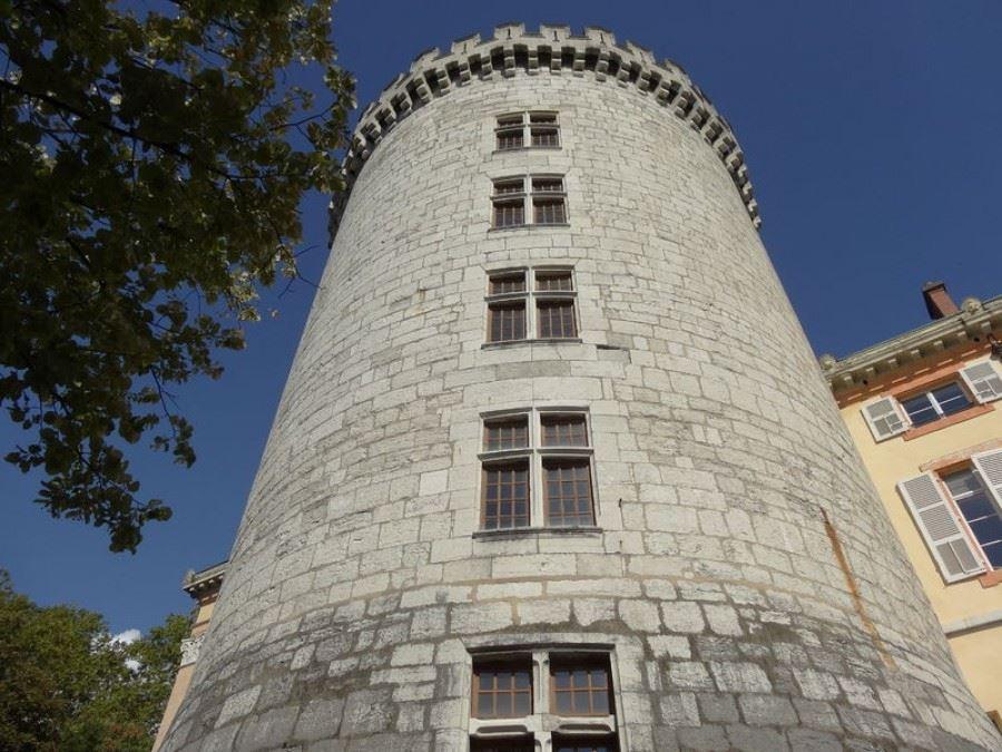 La tour demi-ronde