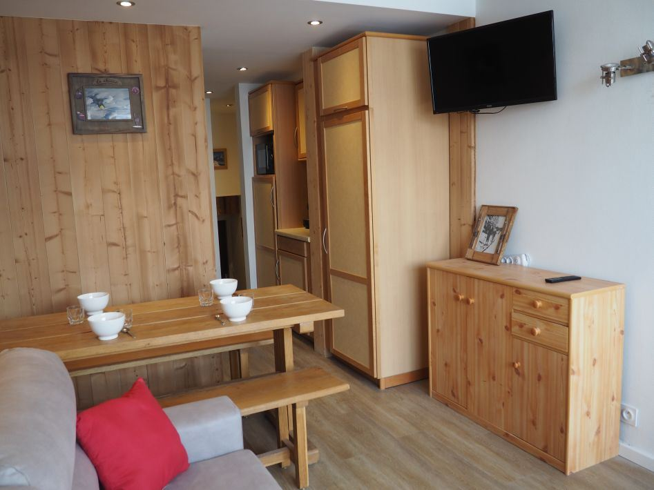 2 Rooms 5 Pers ski-in ski-out / LES LAUZES D14