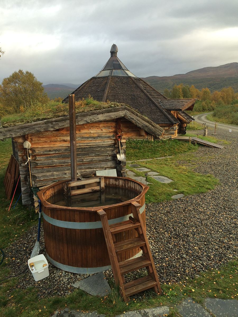 Vedeldad bastu och hot tub vid Umeälven