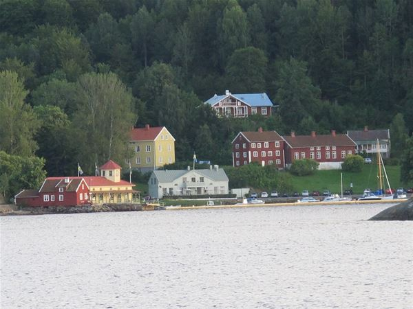 Gustafsberg som man ser det från vattnet.