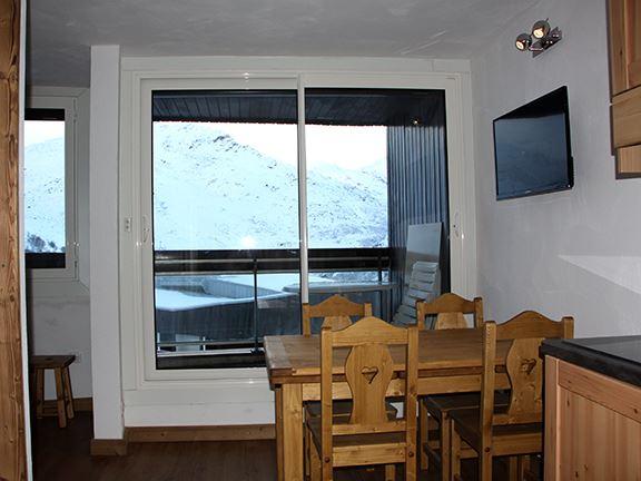 2 Pièces 5 Pers skis aux pieds / CORYLES B 653