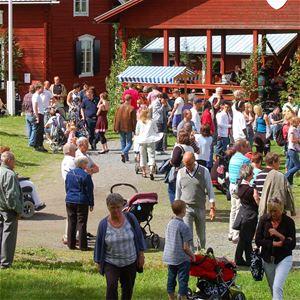 Midsommarfirande i Ådalsbyn i Sollefteå