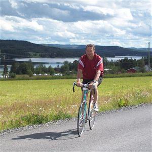 Foto: Ullis Häggkvist, Hans Nauclér vid vacker vy i Husnäs.