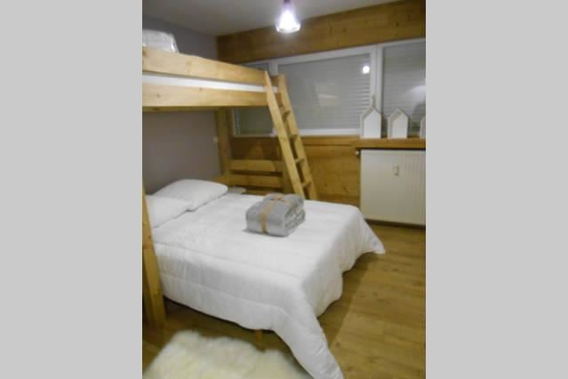 2 Rooms 5 Pers ski-in ski-out / LES LAUZES D6
