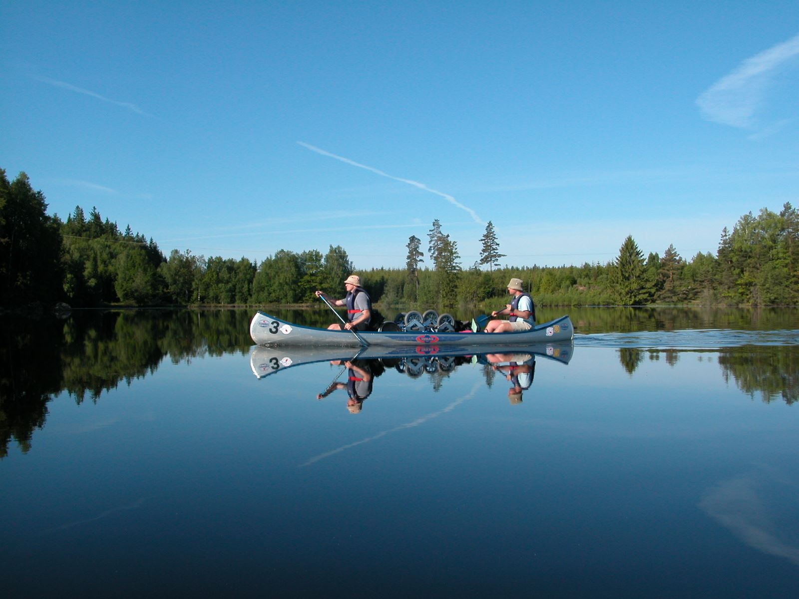 Hyr kanot timmar (minst 2), heldag